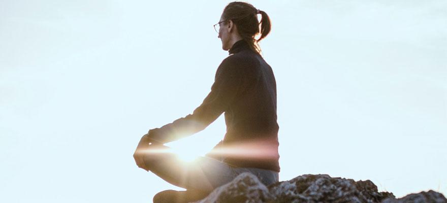 Realiza una práctica espiritual para alcanzar la dicha interior